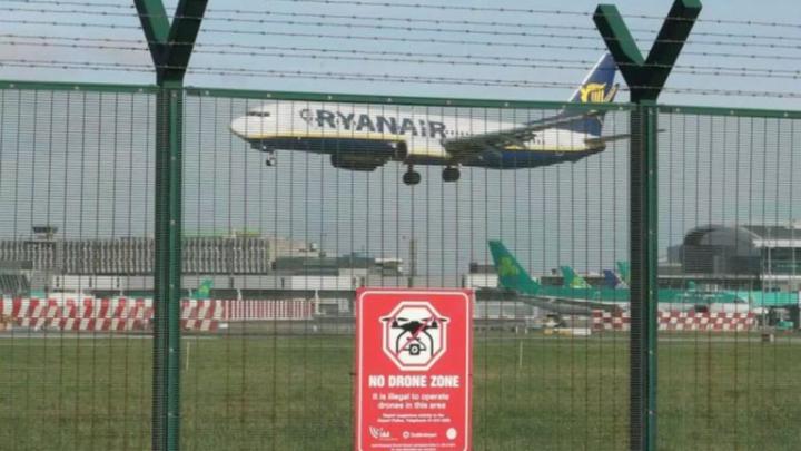 Vôos do aeroporto de Dublin são interrompidos após observação de drones
